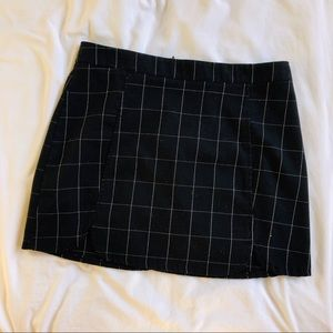 Brandy Melville skirt checkered black and white